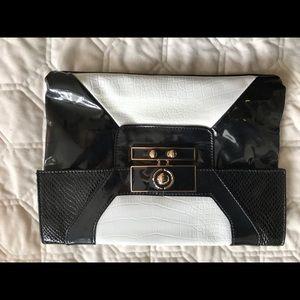 Handbags - NWOT clutch